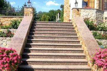 Ступени-и-лестница-из-гранита
